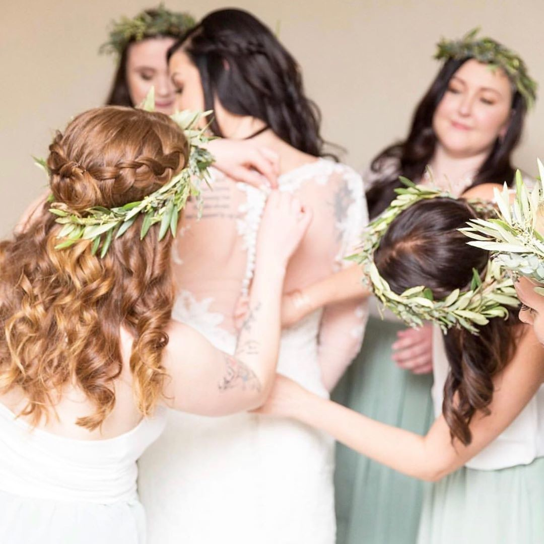 Greenery crowns, mint hues, & memories in the making.🌿