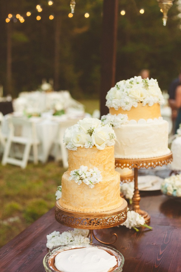 Opulent Treasures Loopy Band Cake Plate and 12 inch Single Chandelier Round Cake Stand are perfect for stying your wedding dessert
