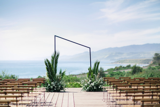 simple and chic asymmetrical wedding backdrop