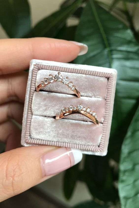 We can't choose! Do we love our 7 Stone or Crown Diamond Curved Wedding Bands more? Which would you choose? Check these babes and La