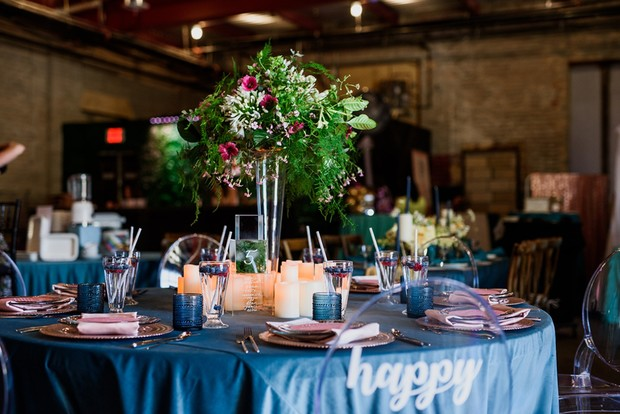 blue and pink wedding table idea