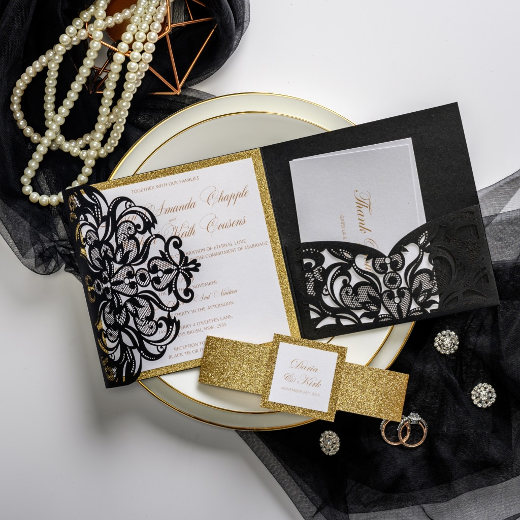 Chic laser cut, practical pocket, elegant belly band and cute tag, this kit is perfect for your girls yerning for a classic black-tie