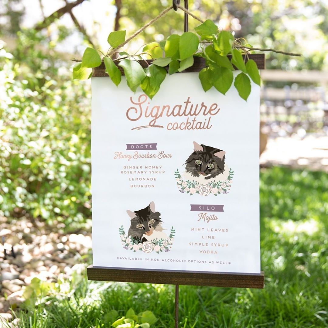 ⁠Happy Saturday, everyone! (Or should we say Cat-urday??) 😻 This cocktail sign is perfect for any outdoor wedding, but especially