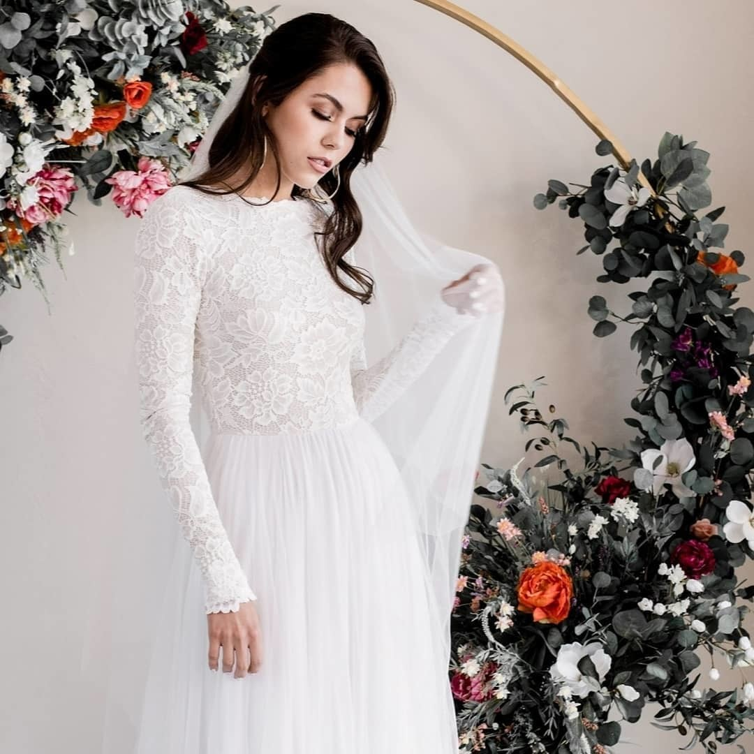 When designing the Zoey dress, it was with the elegant bride in mind. She embodies effortless beauty and femininity, in a classic and