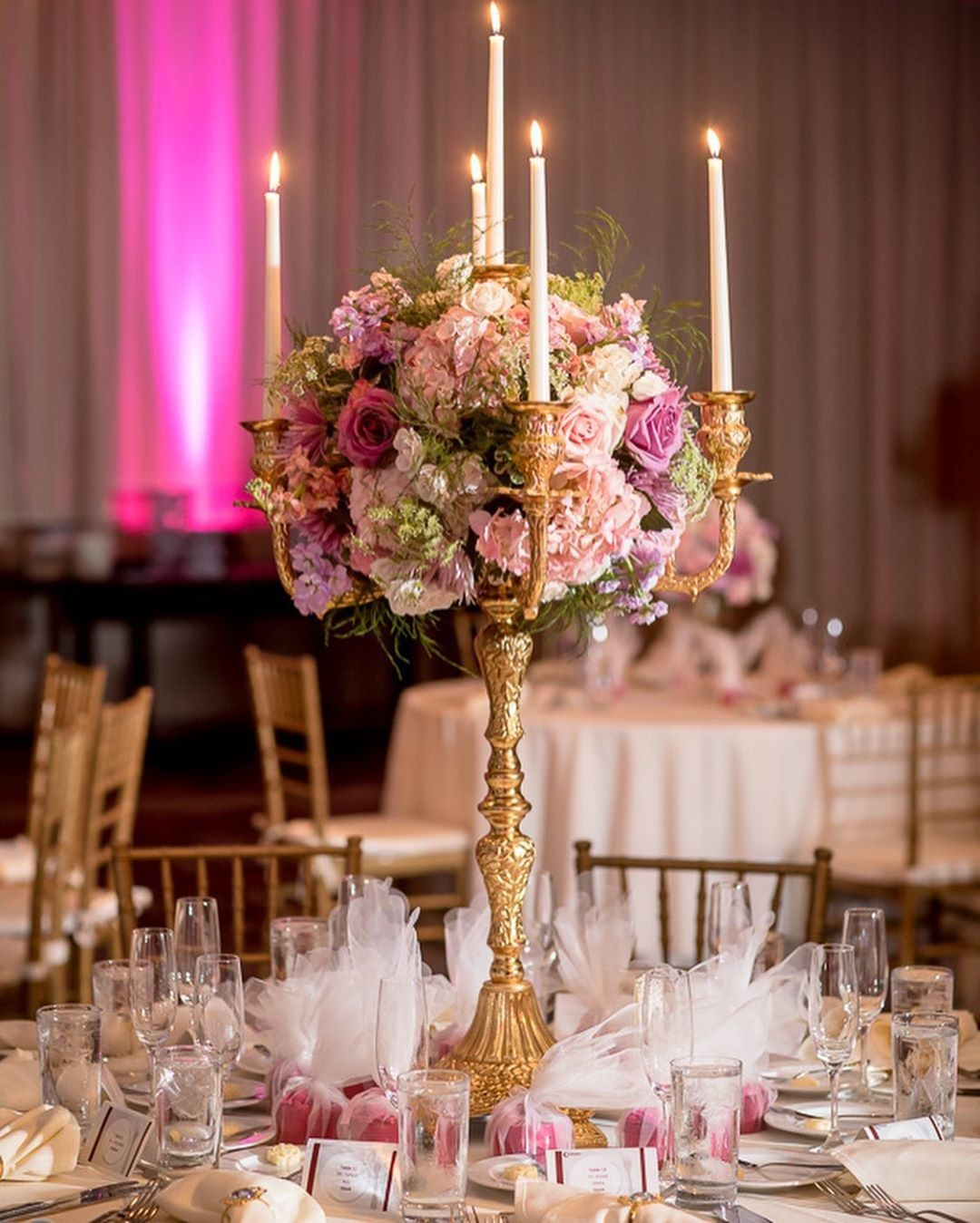How romantic are these centerpieces!!!