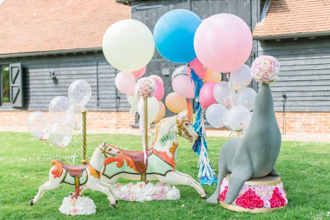 I'm so happy that circus themes are more popular than ever for parties and weddings: it's definitely The Greatest Showman effect