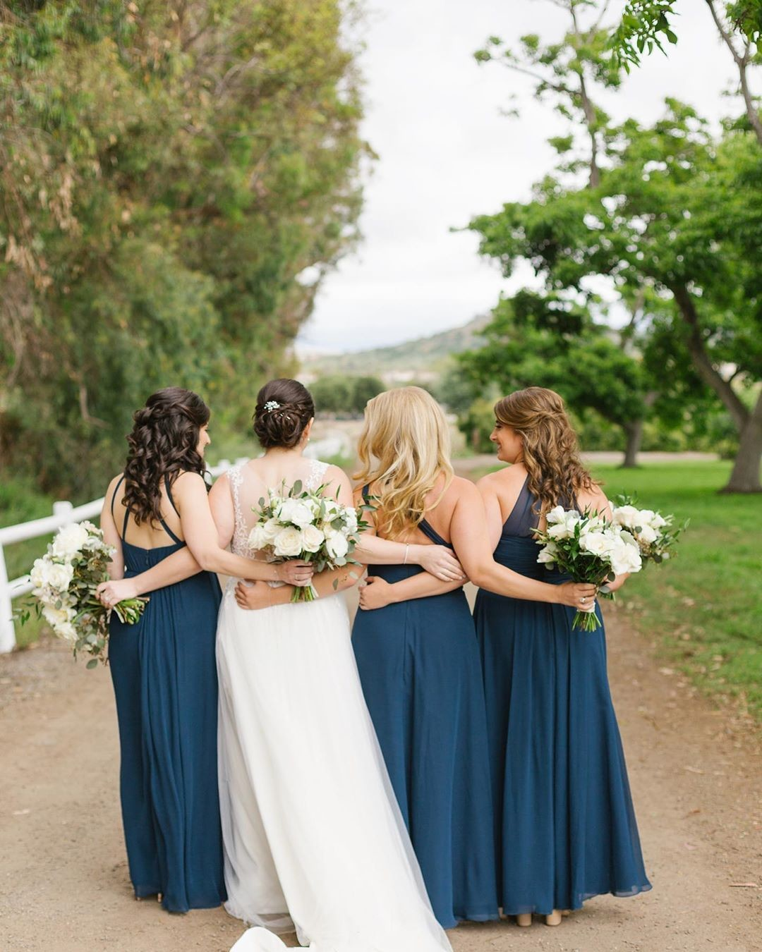 Shout out to this fabulous bride tribe! ❤️ Megan chose to have a close-knit bridal party with her sister and sisters-in-law by