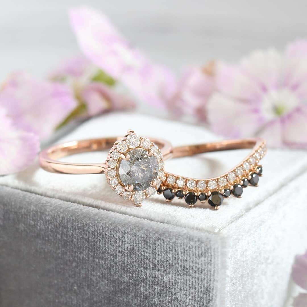 A stormy and moody trio {in the best possible way! } 💎 A little gray and white with a pop of black diamonds make our brides swoon