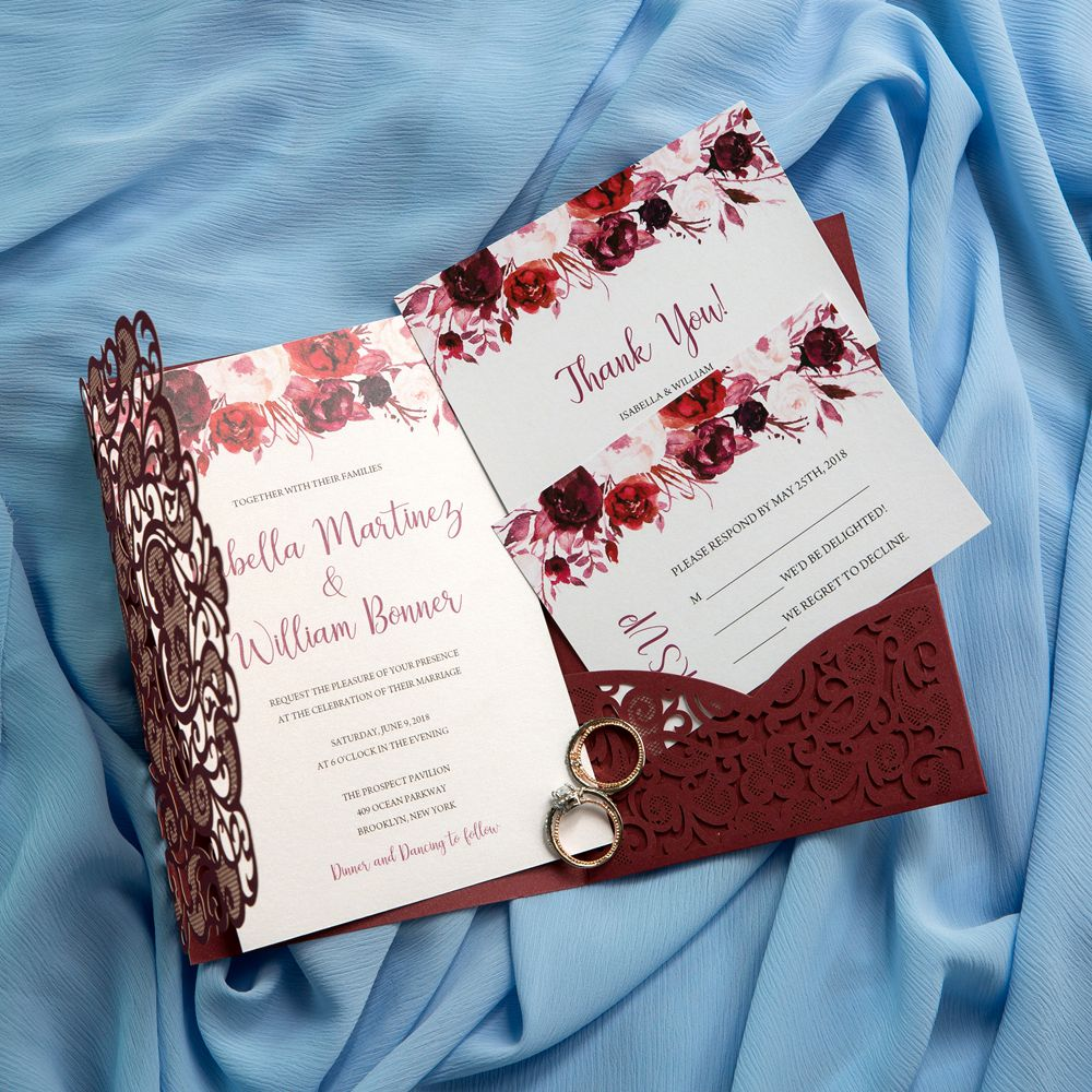 Burgundy is one of the most captivating wedding colors for your big day. Undoubtedly your guests will be deeply in love with these