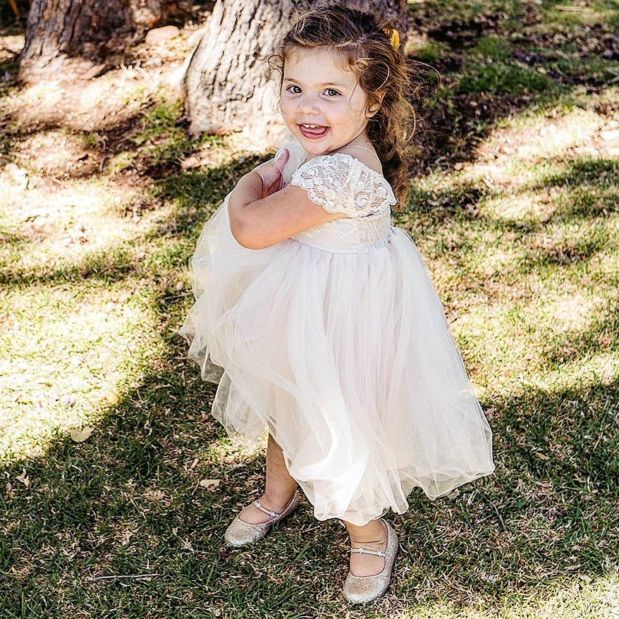 Adorable flower girl !