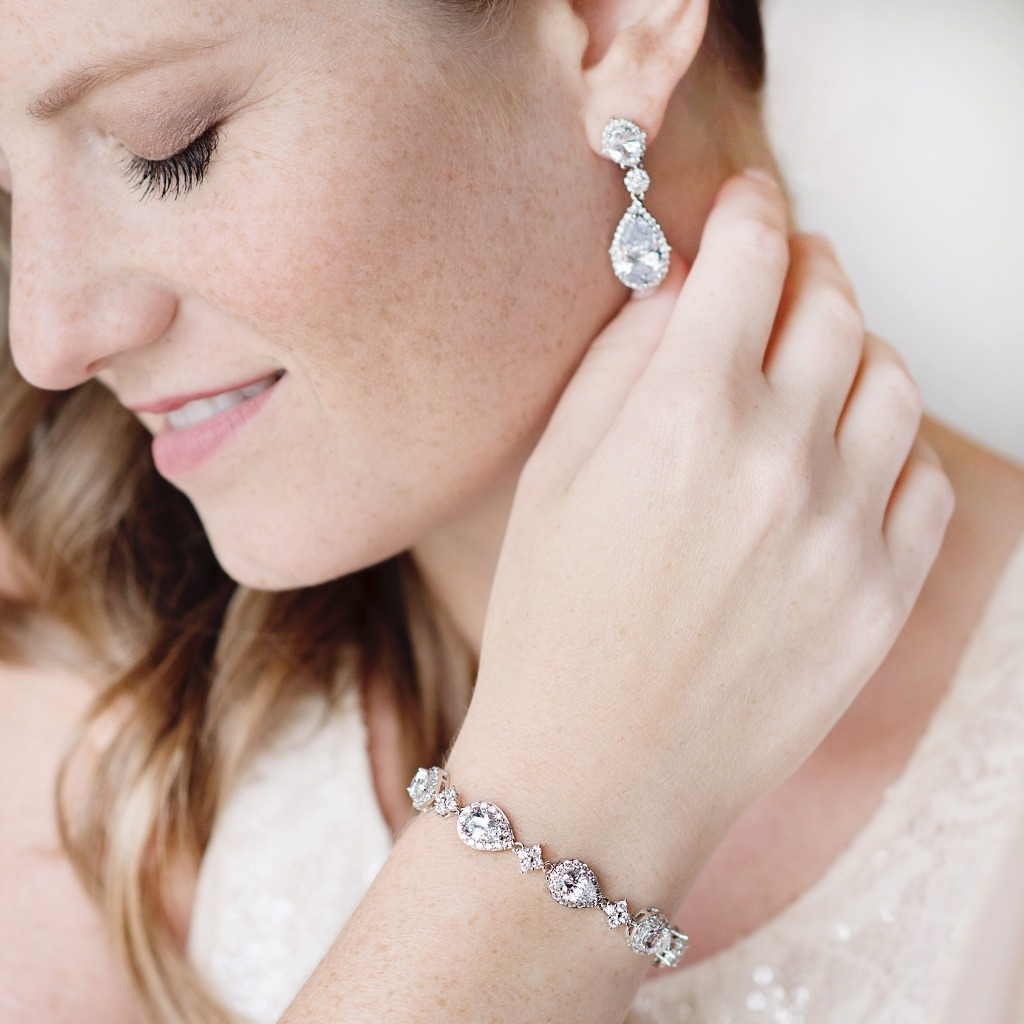 The Celeste teardrop wedding jewelry set is a great way to add sparkle to your big day. This set features teardrop cubic zirconia stones