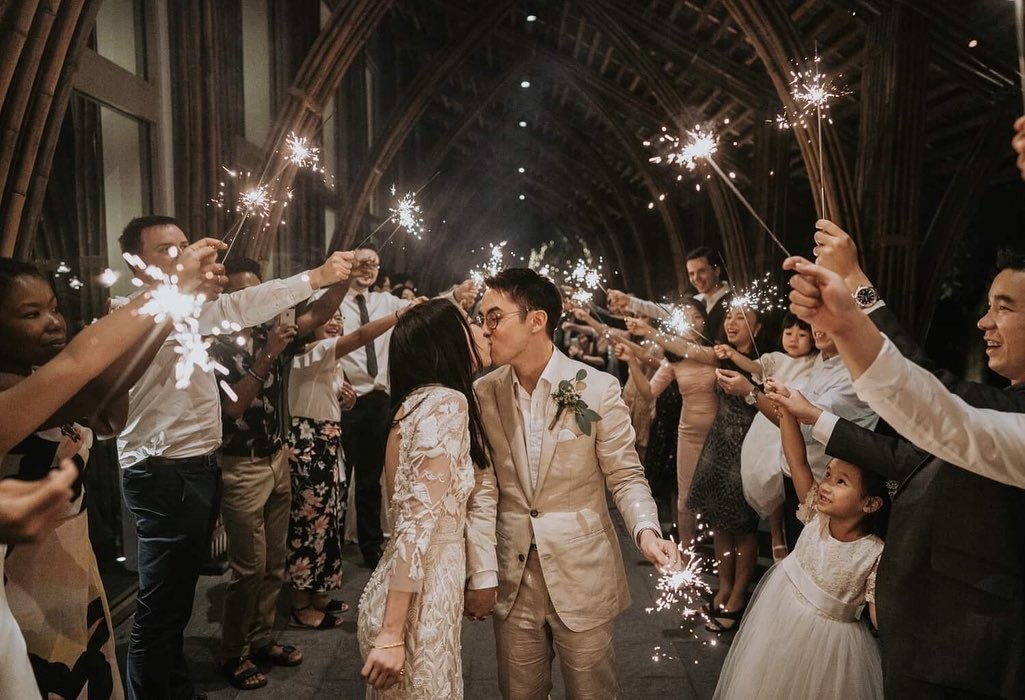 Are you planning to have a Sparkler exit at your wedding? Then read this 👇🏼