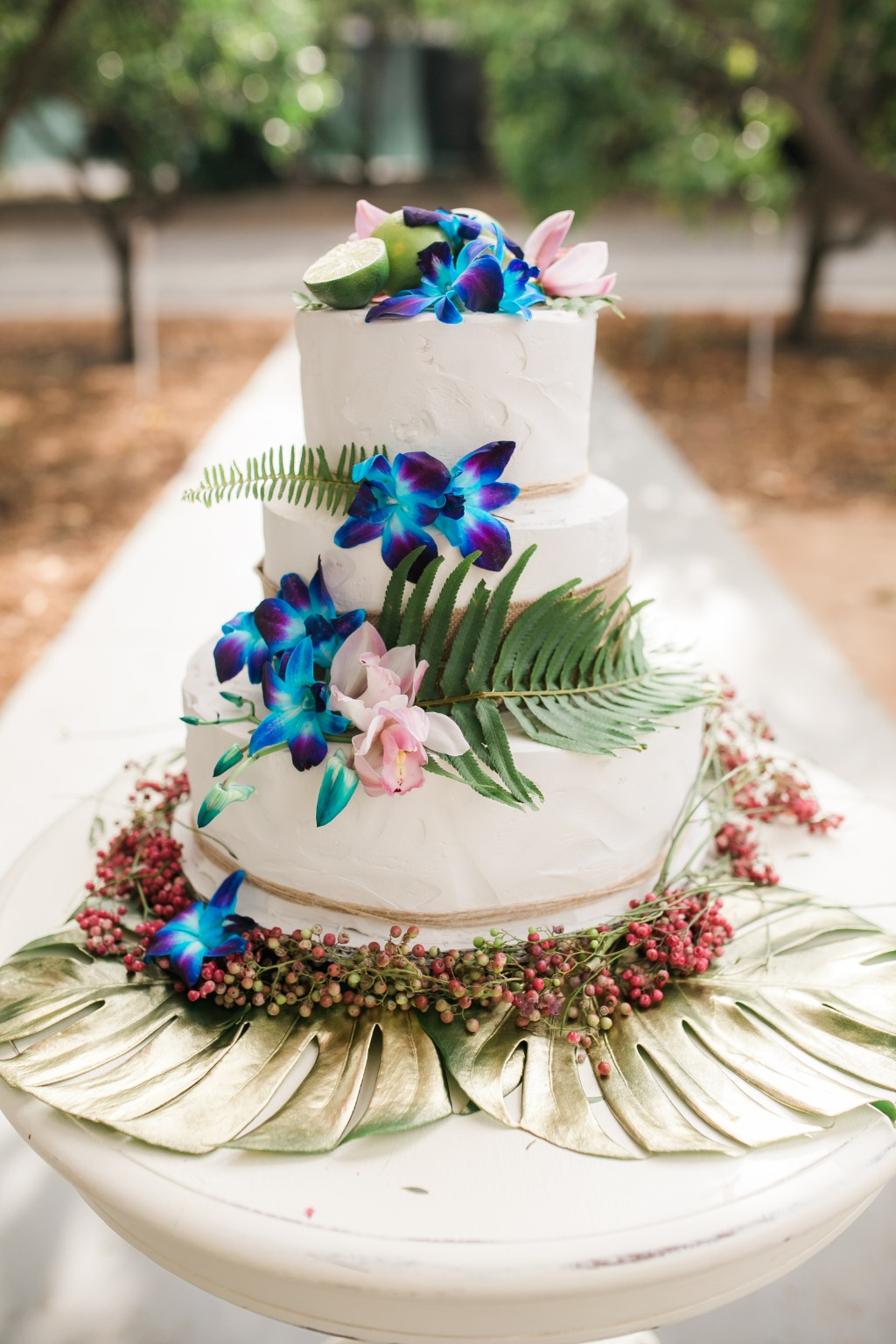Wedding Cake ~ Cascading with fresh florals!