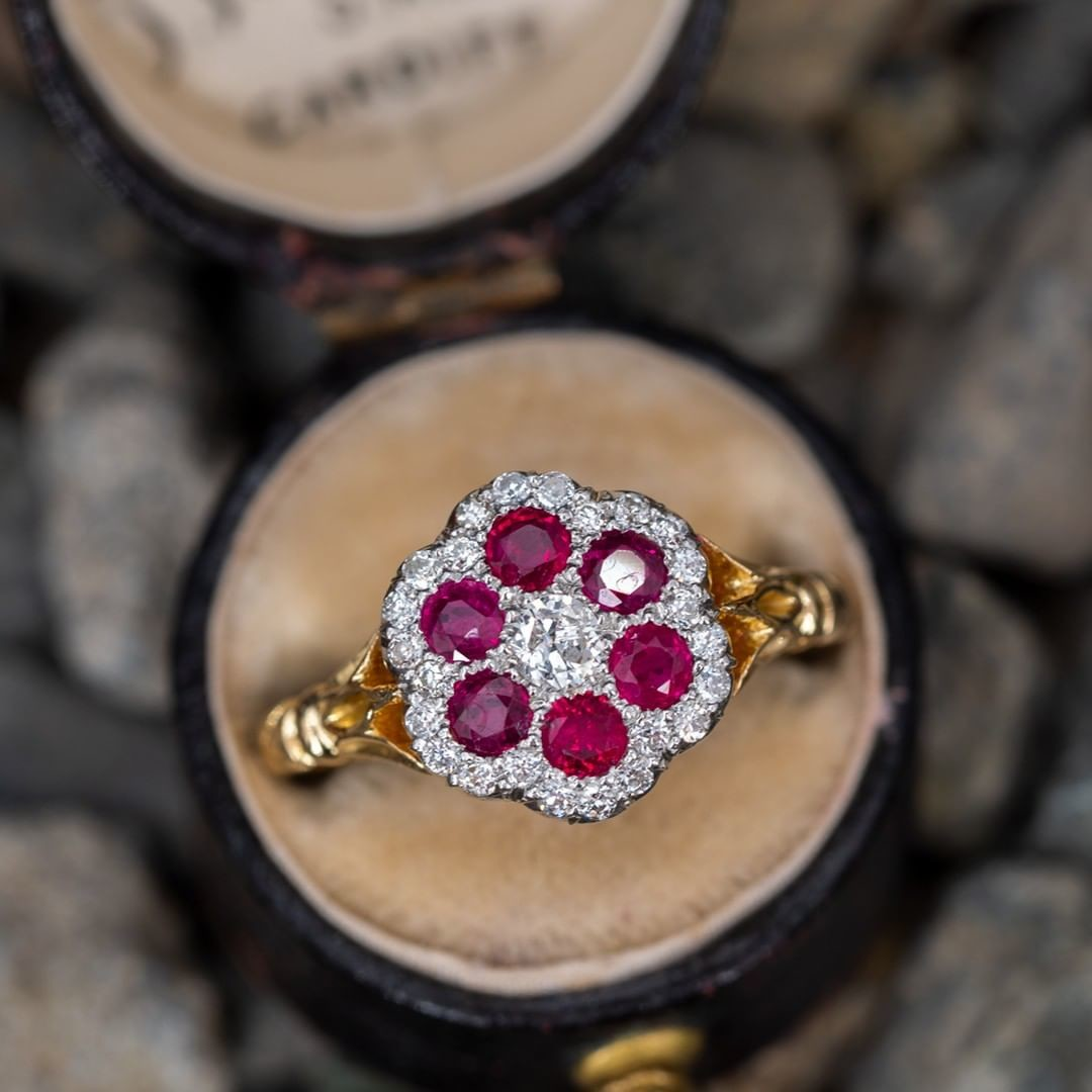 Who loves this beauty? Ruby and diamonds in gold and platinum. $2750. Link in profile. Item 60150.