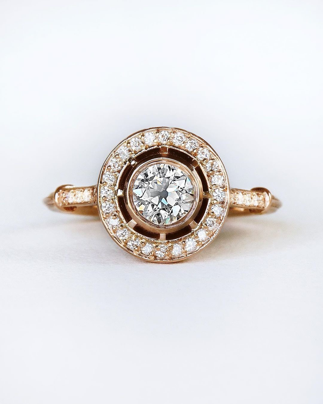 🌀✨💫 Old school vibes with just a dash of modern confection 🧁🍡🍰 This antique Old European cut diamond just looks soo