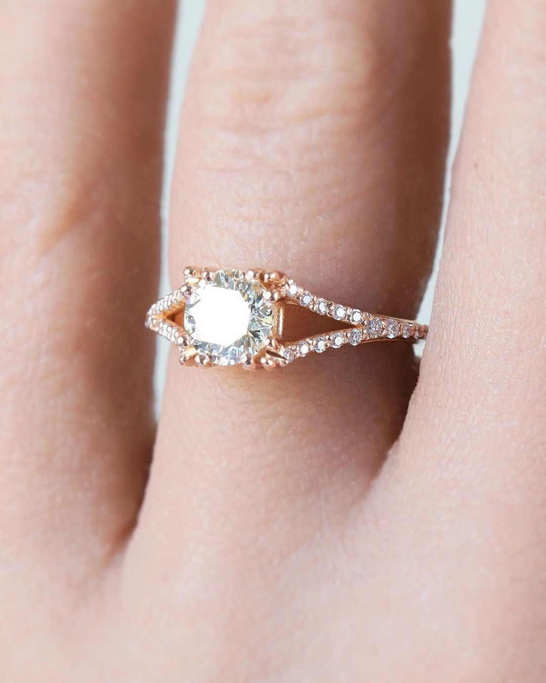 Dainty is as dainty does ✨💫 Don't you just love a split shank ring 💗 So in awe of this ring's insane and delicate pave