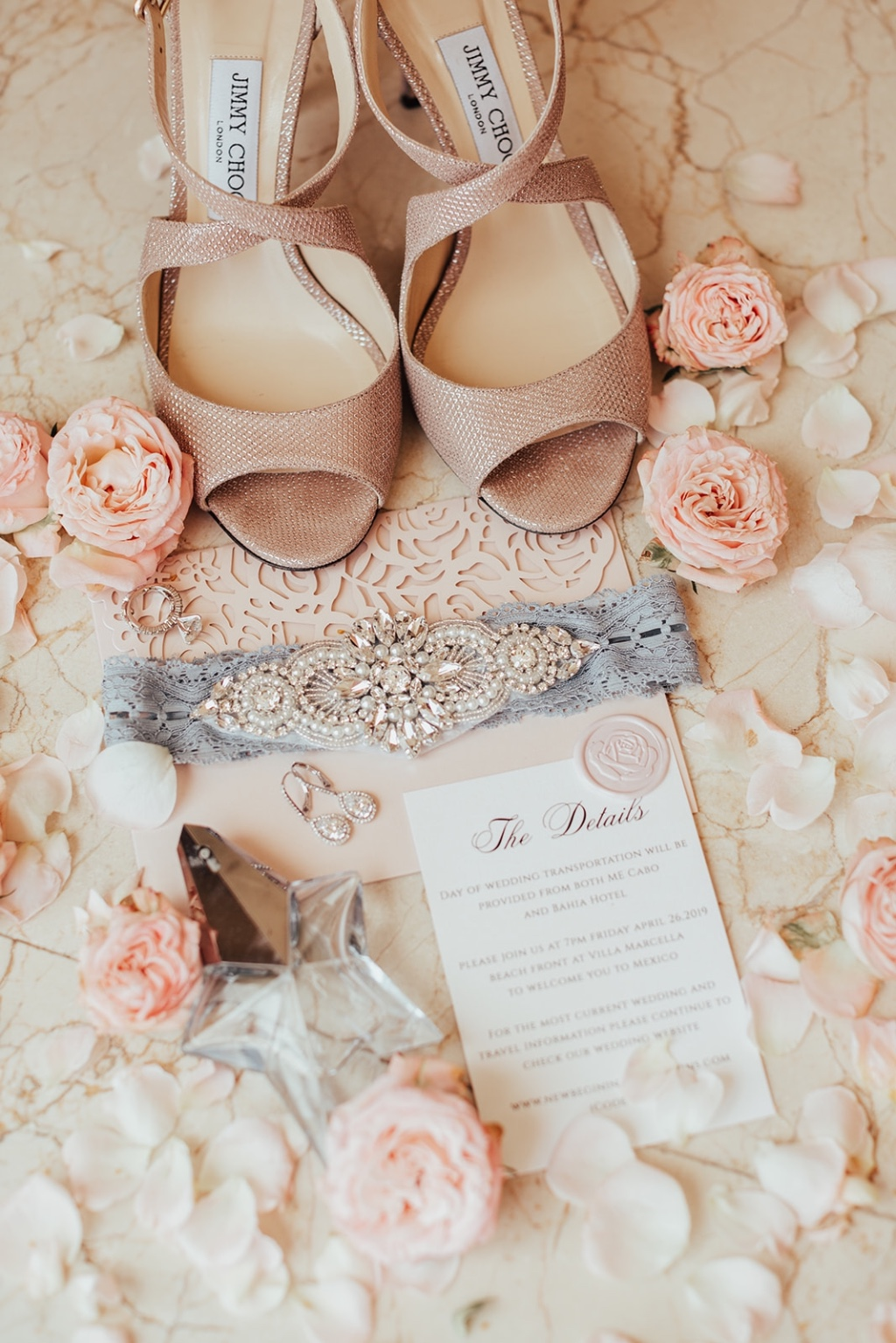 Bridal details for a magic beach wedding in Cabo