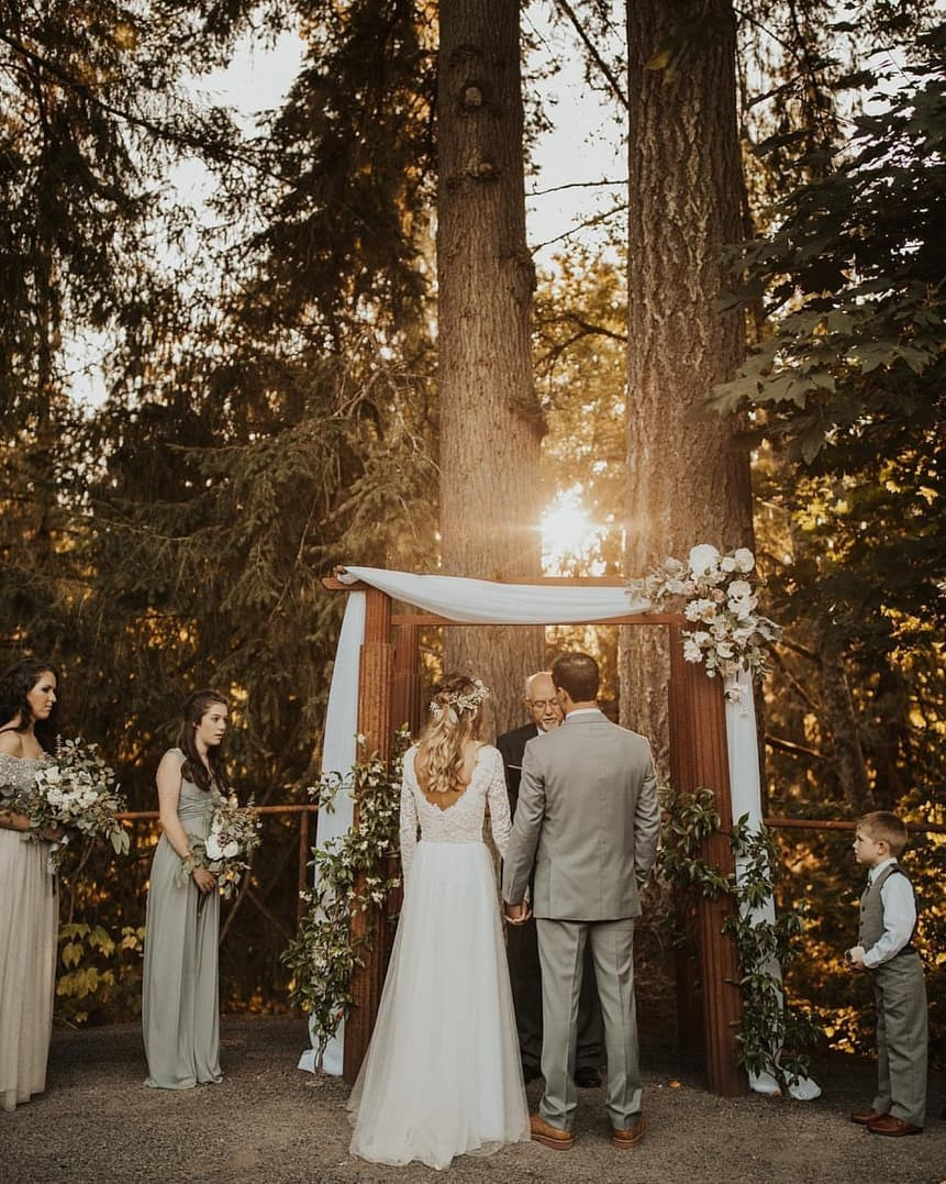 Forest weddings will always be the closest to our wild hearts. 🌲