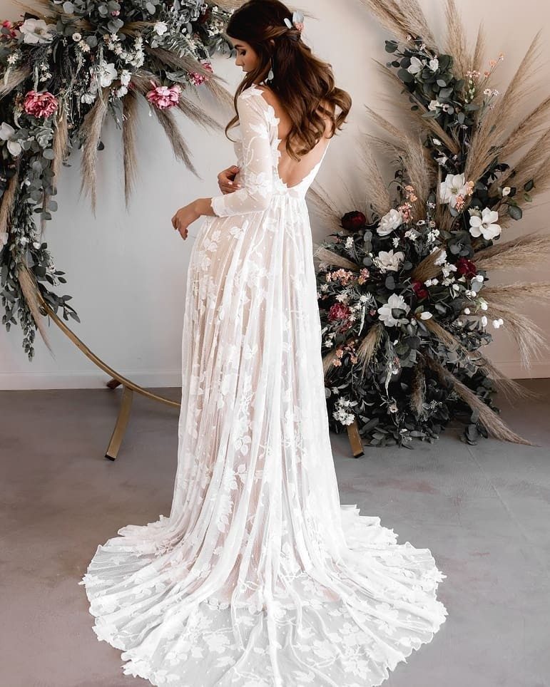 The ARI gown. #wylaridress As with all of our wedding