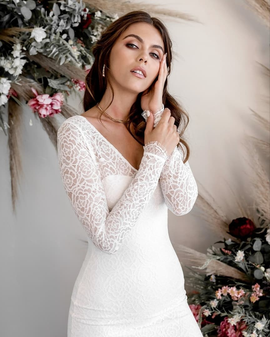 Margot is a dream. This soft stretch lace gown is ultra-comfortable, and completely alluring, with delicate eyelash lace details,