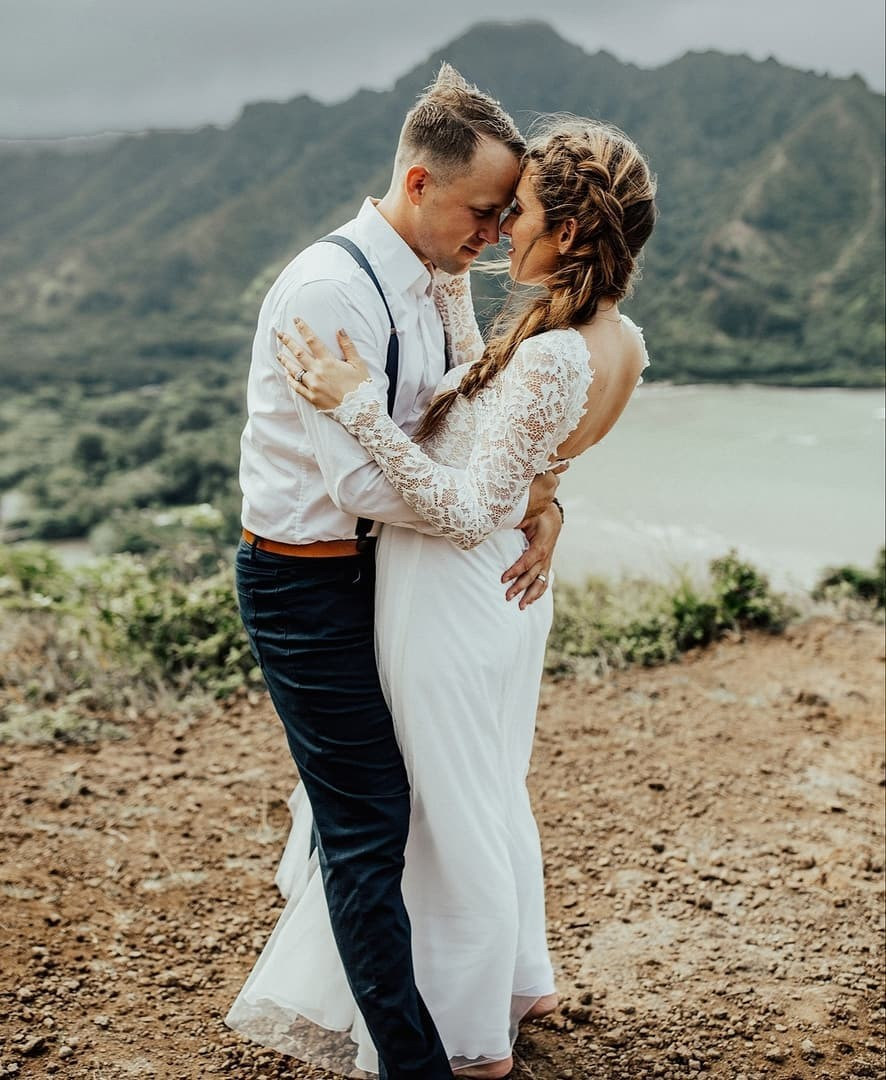 Love on a mountaintop in Maui... this is what daydreams are made of! Photo by