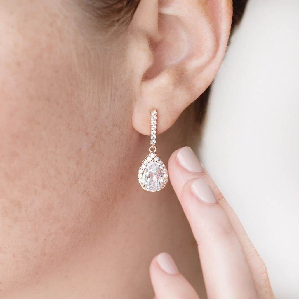 The Eve Teardrop Earrings are the perfect accessory for your bridesmaids. Simple and elegant, these bridal earrings are a lightweight