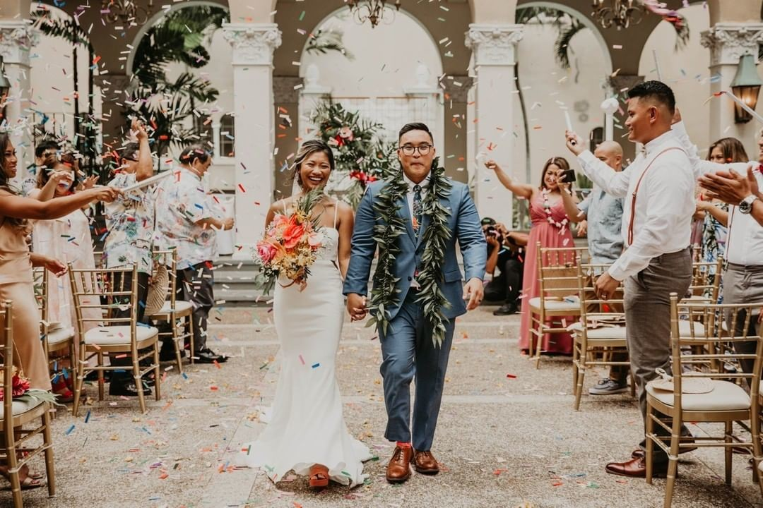 The confetti was definitely garLIT! Congrats Melissa & Mark Garlit!⁠