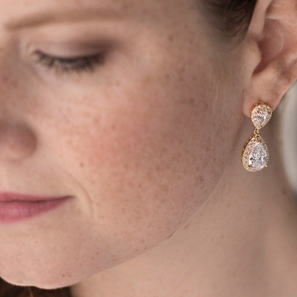 These feminine cubic zirconia teardrop wedding earrings are perfect for your upcoming nuptials. Great wedding earrings for the bride