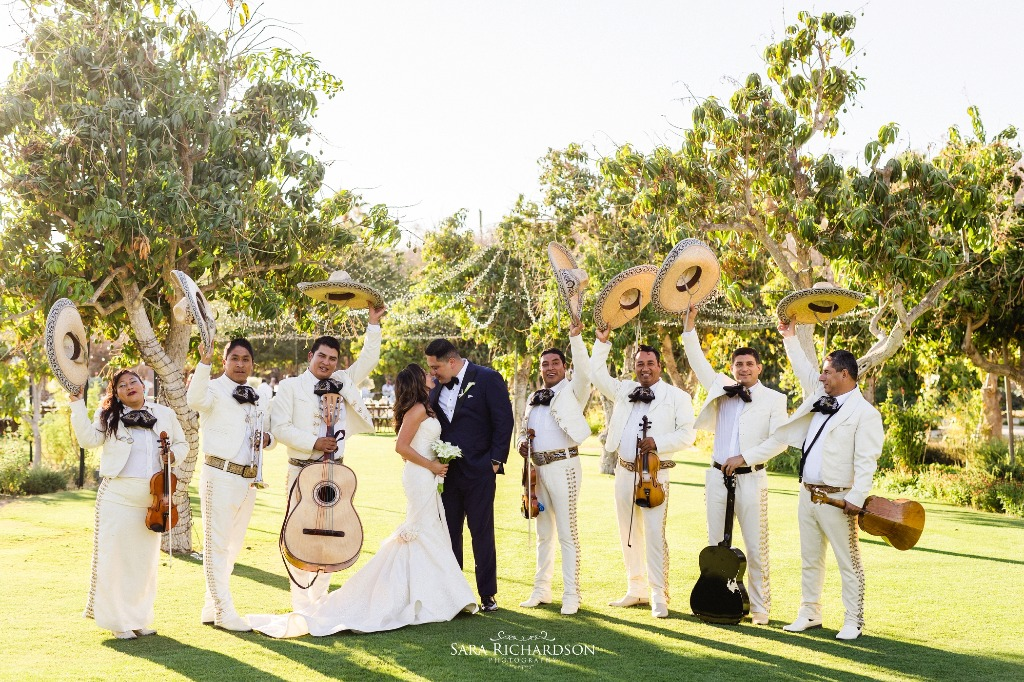 Mariachi is always fun for a #cabowedding #florasfarm