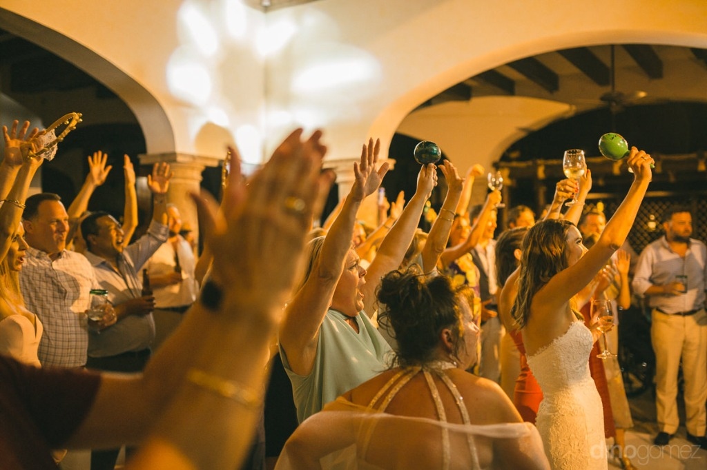 A concert in your own wedding #cabowedding