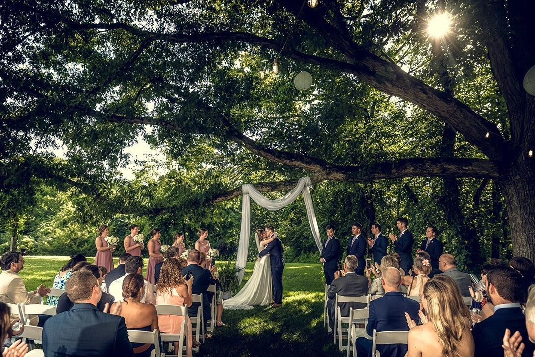 I would like to congratulate Meredith & Erik on such a beautiful, fun and exciting wedding at Monterre Vineyards!