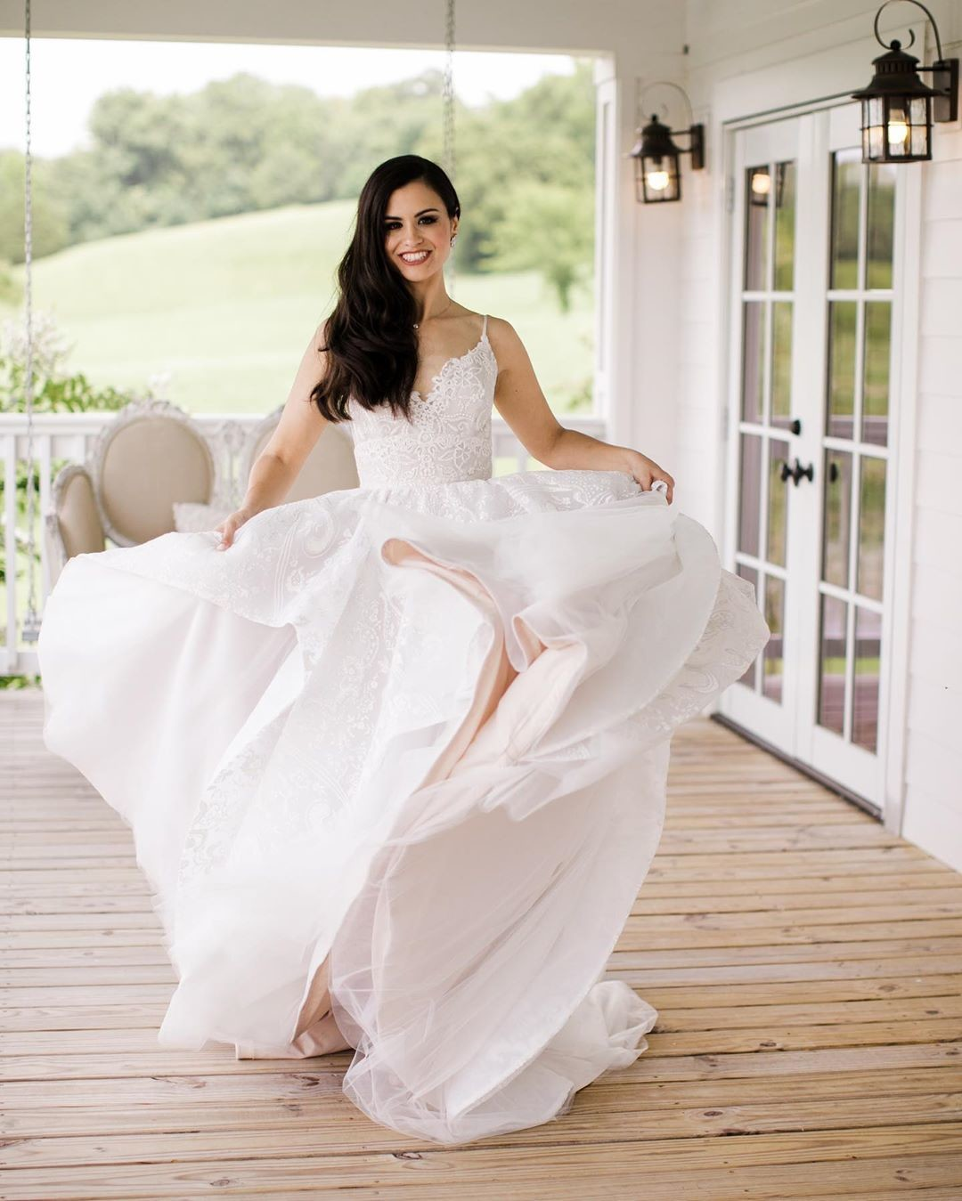 Is it possible to not smile when looking at these photos? Janelle looks so gorgeous in her wedding gown and I can feel the energy in