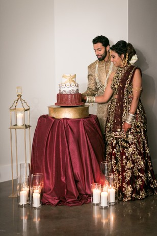 burgundy and gold cake table