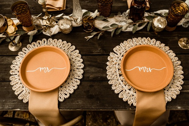 Mr and Mrs table setting