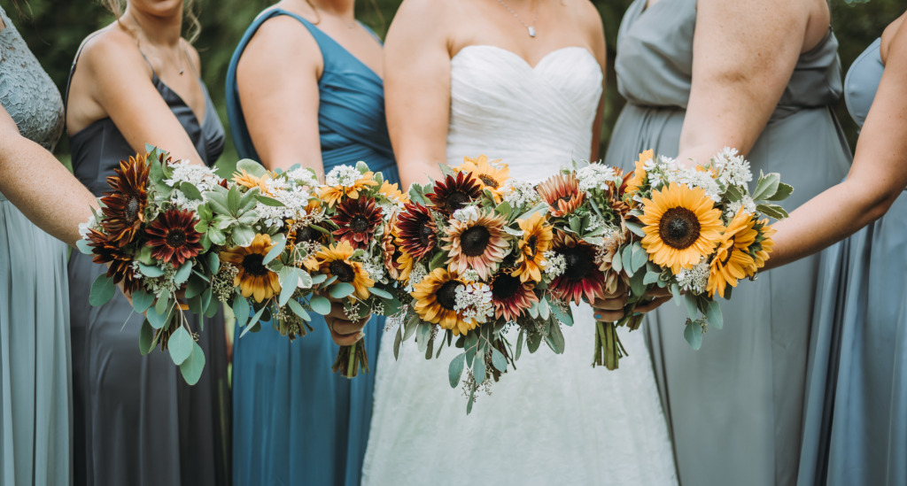 Sunflower bouquets are simple yet so very gorgeous! This bride and her bridesmaids NAILED these!