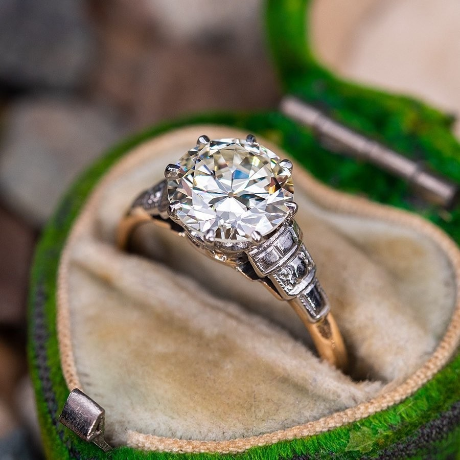We just got in a breathtaking collection of vintage and antique engagement rings. Swipe through to see them. You can find all these