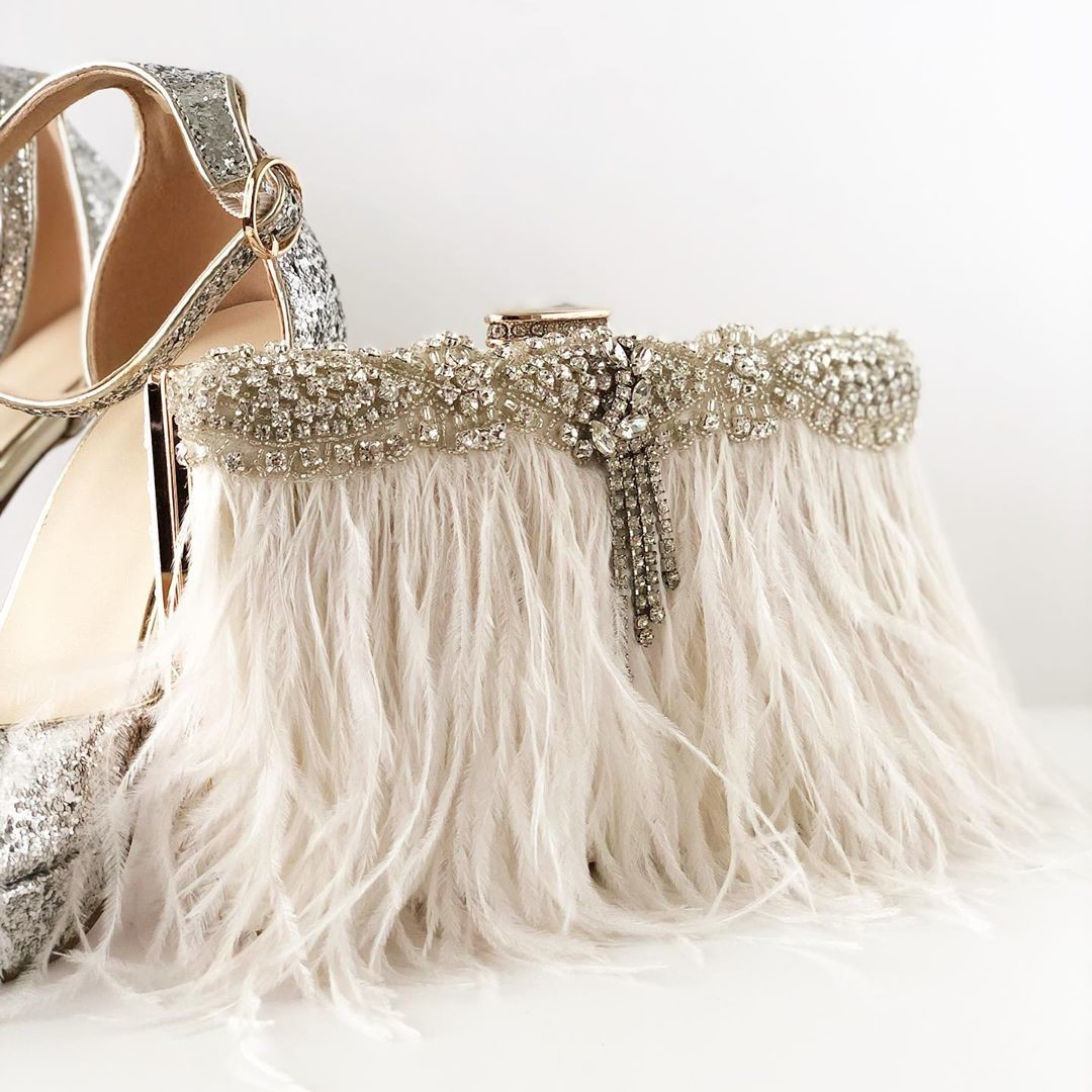 If your are a princess then this is the perfect couture bridal clutch for you. It is