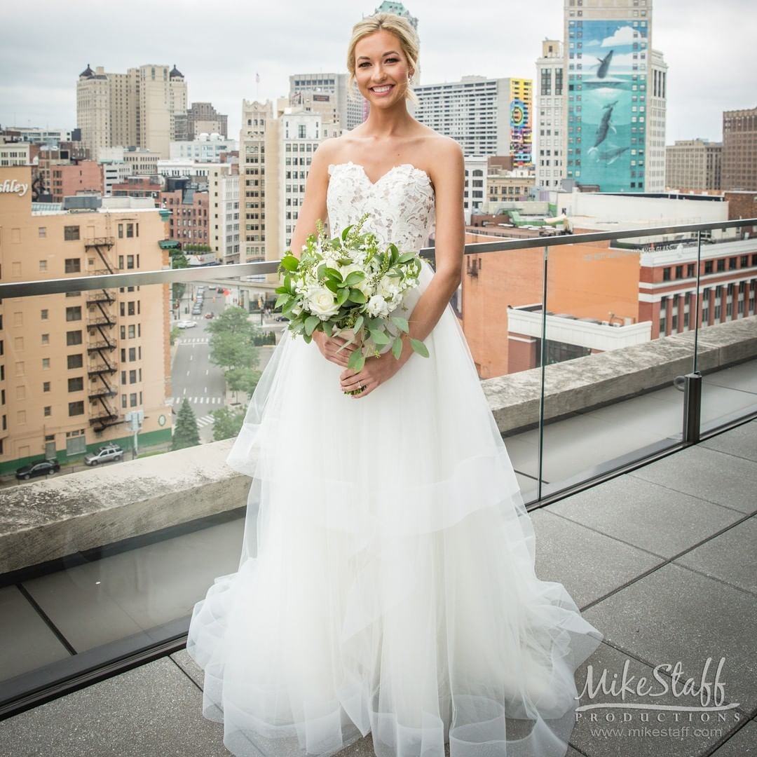 We can't stop swooning over this stunning dress! What is your favorite style wedding dress? 