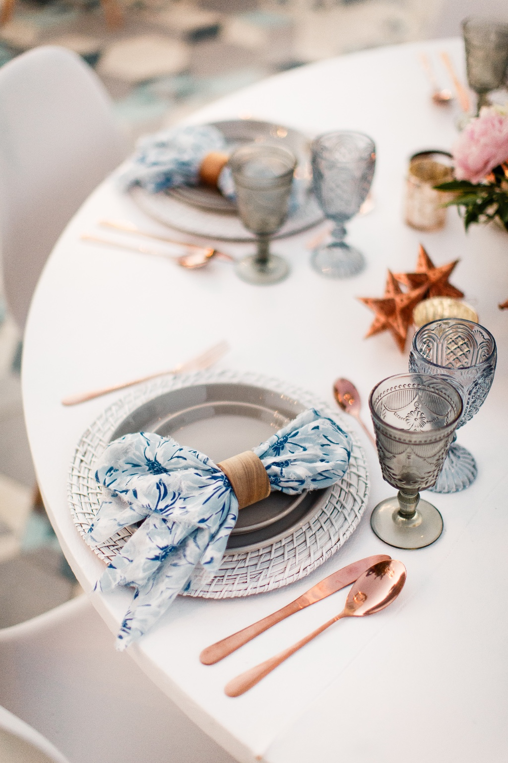 Blue and Mexican accents for a gourgoues styling shoot t Acre in Los Cabos