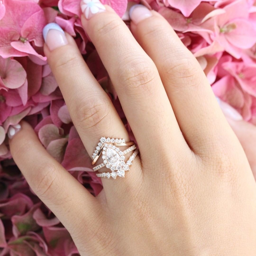 ✨Can't Stop Staring? ✨ We don't blame you! Our trio set is one part pear Moissanite Tiara Halo ring, one part Tiara Diamond Wedding