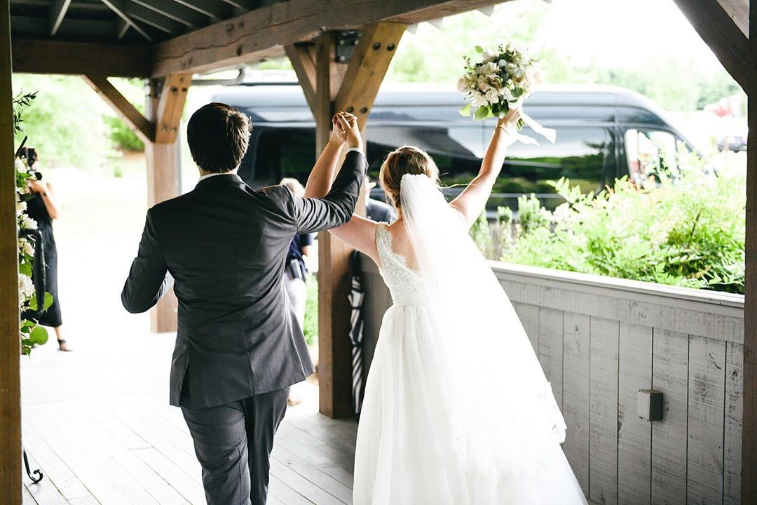 Walking out to the weekend like THIS! The Mint Springs Farm team is ready for another round of weddings this weekend! 📸 by