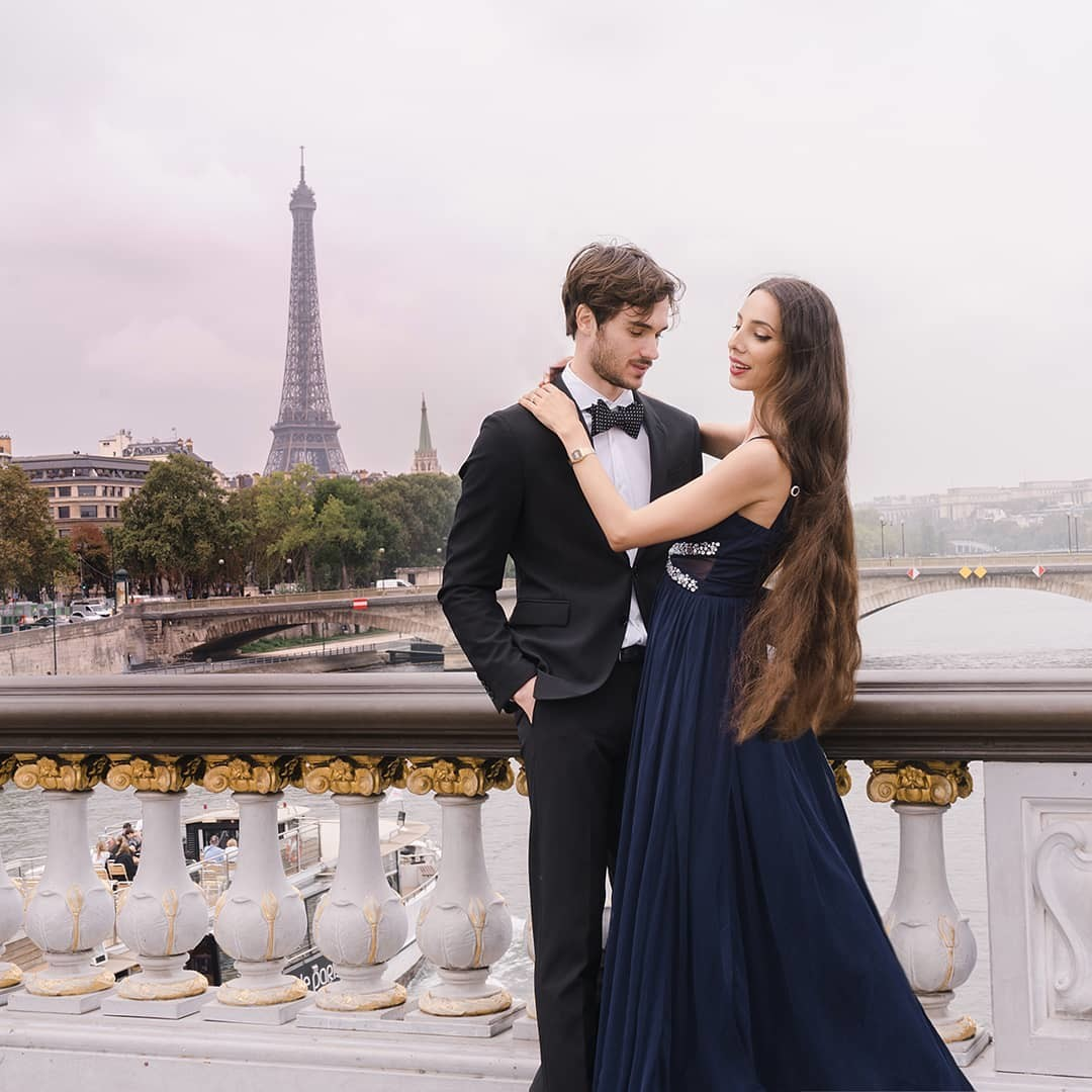 Paris is for lovers. Love captured naturally...beautiful.