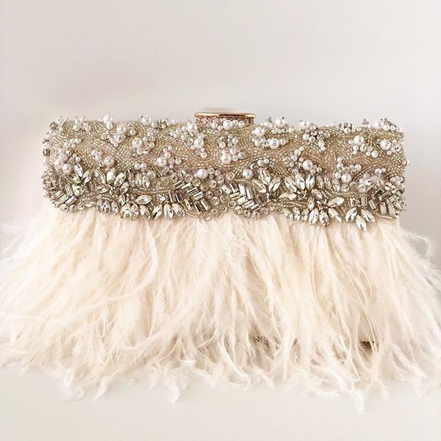 I am in LOVE with the rhinestone and pearl details on this brand New bridal clutch. Itâ�s a