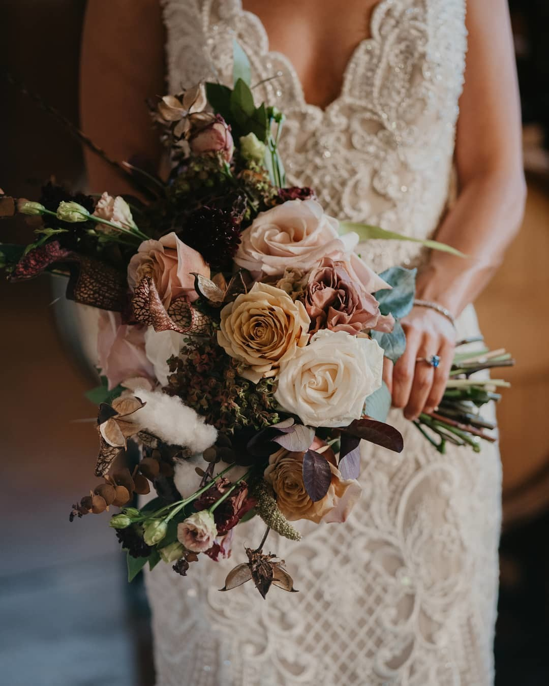 Maybe if we share a little fall wedding inspiration, sweater weather will come sooner 🍁🍂 What's your favorite thing about fall