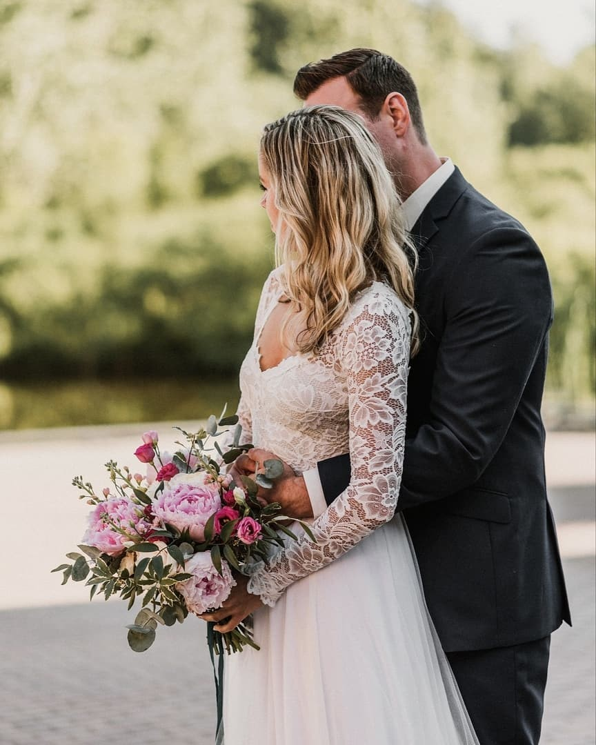 Perfect big lush blooms and the Indy gown. We are a YES!