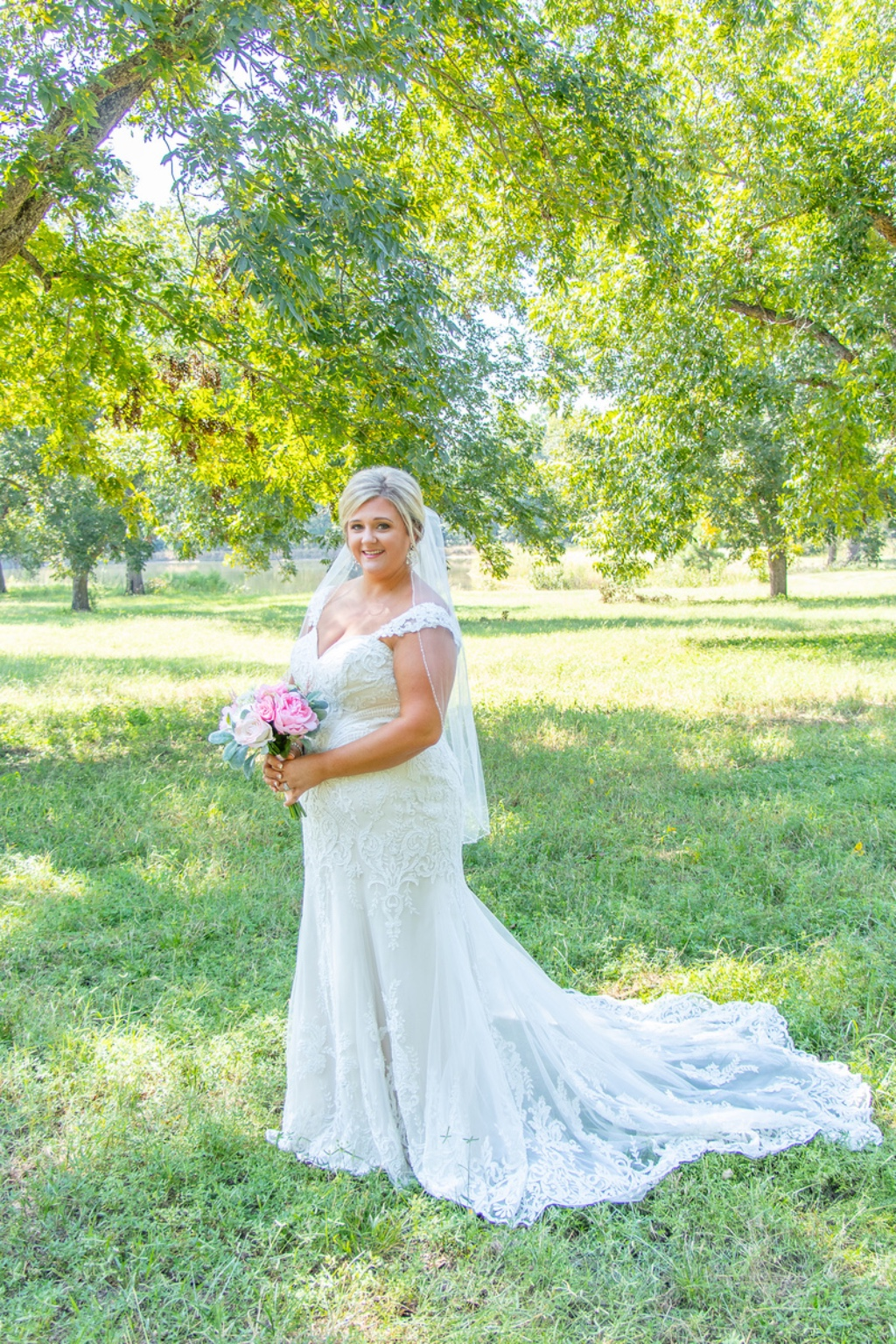 Erin Rollins Photography is a wedding photographer based in Lyons, Georgia. Erin specializes in capturing the elegance, simplicity