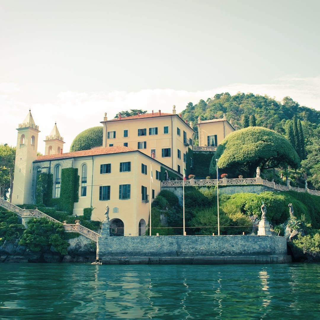 We are so in love with villa del Balbianello, that we can't help taking pictures every time we go there. It's really one of the