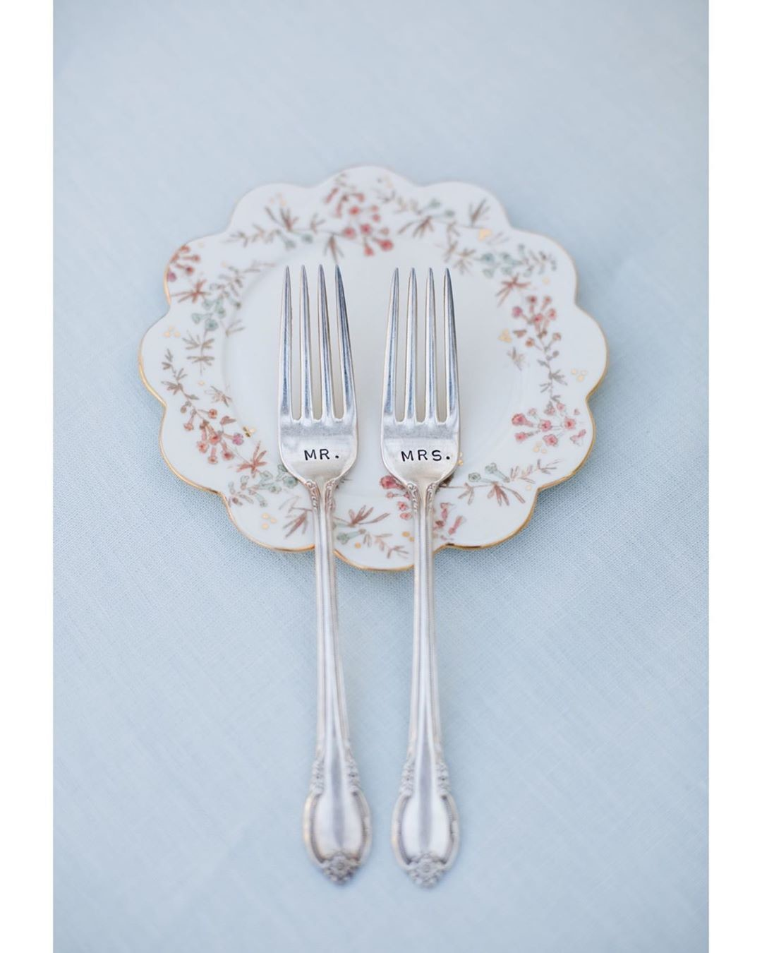 Love this sweet Mr. and Mrs. fork set for the couple to use when cake is served. Even the smallest detail counts on a wedding day