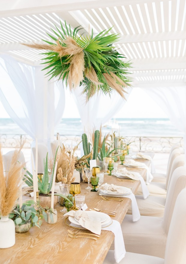 tropical wedding table in Mexico