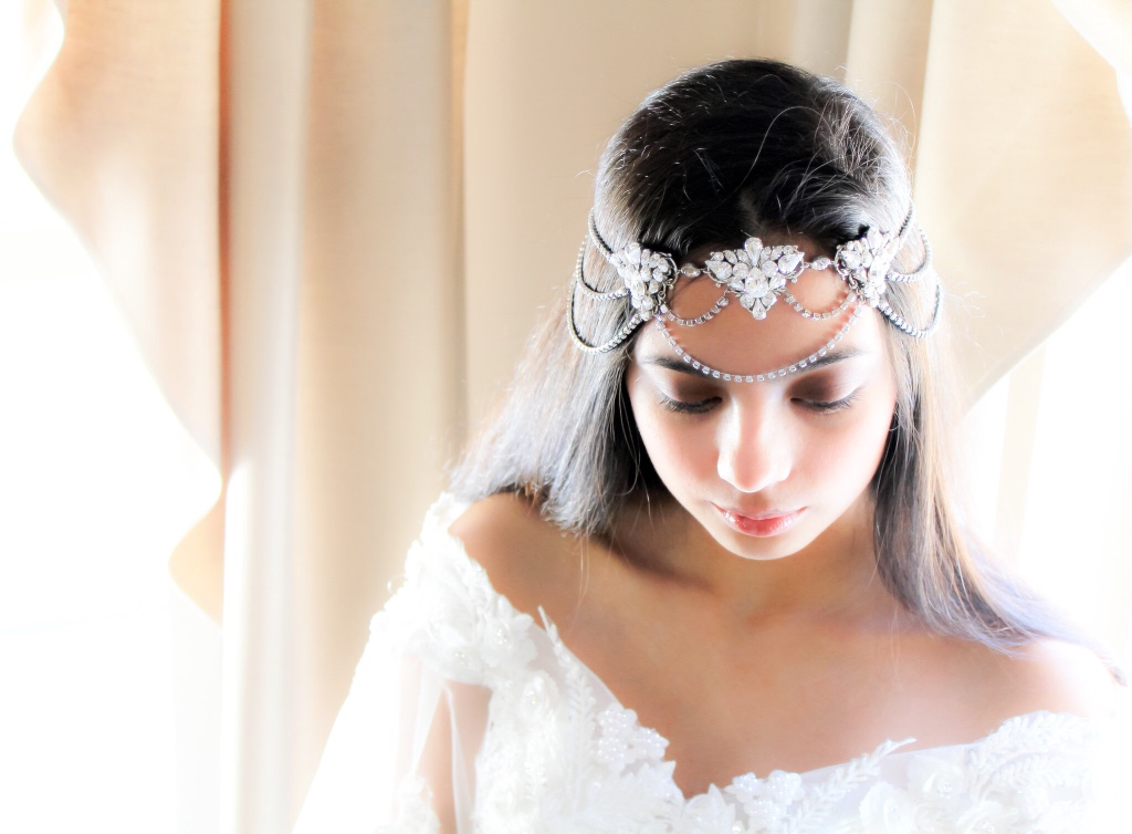 Vintage brides, rejoice! This bridal forehead band with Swarovski crystals (a hair chain Juliet cap wedding crown) is here for you